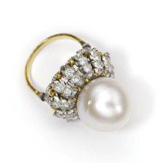 Buccellati. Beautiful ring. B