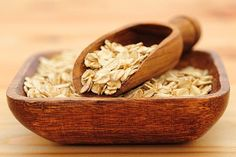 What are the 10 Most Nutritious Grains .Grains are super nutritious, delicious and easy to make. I cook most of my grains in a rice cooker Oats Recipes, Healthy Recipes, Morning Oats, Strawberry Kitchen, Clean Eating, Healthy Eating, Homemade Granola Bars, Grain Foods, Breakfast Options