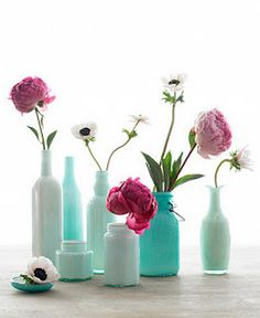 Upcycling great for old bottles! Spruce up bottle interiors with glass enamel paint to create new vases. Sea-foam-blue-green-seaside shades are so classic! I love to transform thrift store finds! This technique makes them look like colored milk-glass. Empty Wine Bottles, Recycled Bottles, Bottles And Jars, Glass Bottles, Mason Jars, Painted Bottles, Painted Vases, Reuse Bottles, Bottle Vase