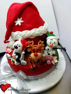 How cute to have the characters popping out form under a Santa hat on this red Christmas cake :) Christmas Cake Topper, Christmas Cake Decorations, Christmas Sweets, Holiday Cakes, Christmas Baking, Christmas Hat, Sweet Cakes, Cute Cakes, Bolo Hello Kitty