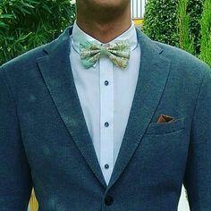 ¿¿quién se va de boda hoy?? Este muchacho, y va partiendo la pana con su #pajarita de #mapas, no puede ir mejor conjuntao 😎😎😎 .⠀⠀ .⠀⠀⠀ .⠀⠀⠀ .⠀⠀⠀ .⠀⠀⠀ #complementosunicosparagenteatrevida #bowtieswag #bowtie #papepapepa #craft #crafter #blog  #handmade #hechoamano #marbella #marbs #photography #style #bag #summer #summertime #customize #original #travel #allyouneed   https://www.instagram.com/p/BY1G9P5lTH_/