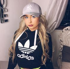 Saffron Barker Merch, Cap Girl, Celebrity Look, Celebs, Celebrities, Friends In Love, Youtubers, What To Wear, Fashion Outfits