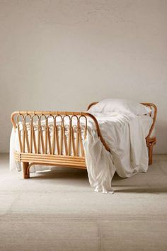Rattan sovrumsmöbler 9 Ways to Go Vintage with Rattan Furniture Bamboo Bed Frame, Rattan Bed Frame, Rattan Daybed, Rattan Furniture, Bedroom Furniture, Home Furniture, Furniture Design, Bedroom Decor, Apartment Furniture