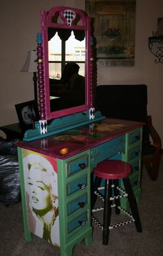 Hang the mirror on the back wall, and this would make a terrific sales counter! Diy Furniture Projects, Repurposed Furniture, Kids Furniture, Painted Furniture, Diy Projects, Garage Sale Signs, Do It Yourself Projects, Home Crafts, Home Remodeling