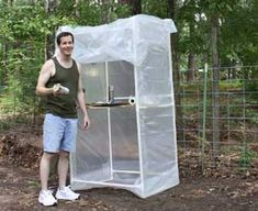 IDEA here is the pvc frame .DIY Spray Paint Booth oh my goodness brad would kill to have this. Diy Paint Booth, Spray Paint Booth, Diy Spray Paint, Air Brush Painting, Spray Painting, Painting Tips, House Painting, Burlap Door Hangers, Pvc Projects