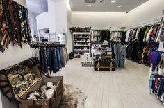Best vintage shops in Budapest Bar Design, Shop Front Design, Display Design, Shop House Plans, Shop Plans, Budapest, Shop Interior Design, Interior Modern, Layout