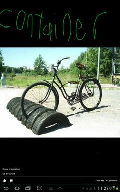 Recycling used tires for bike storage, great ideas to reuse and recycle old car tires Diy Recycling, Reuse Recycle, Reduce Reuse, Recycling Storage, Garage Velo, Tire Craft, Reuse Old Tires, Recycled Tires, Recycled Rubber