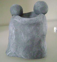 Zelf gemaakt met klei .  VRIENDSCHAP ! Clay Crafts, Recycling, Sculptures, Sculpting, Gift, Fimo, Kunst, Crafts With Clay, Repurpose