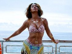 Queen Bey in temporary Flash Tattoos and a body chain! Such a fab beach or festival look! #browngirlslove