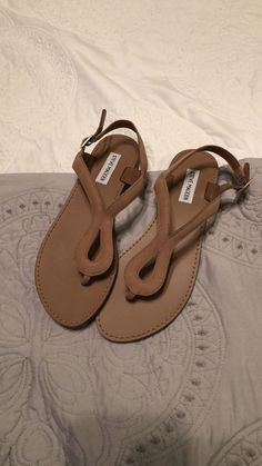 6a1272b0643 sandals women Condition is New with defects.