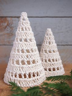 Lystic Home: Hatch Tulle Christmas Trees, Christmas Angel Crafts, Crochet Christmas Decorations, Christmas Origami, Crochet Decoration, Noel Christmas, Christmas Tree Ornaments, Crochet Applique Patterns Free, Crochet Snowflake Pattern