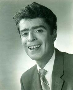 """Adalberto Martínez Chávez """"Resortes"""" Cómico bailarín, originario del barrio de Tepito, debutó en el cine en la película """"Voces de primavera""""."""