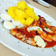 Frango à Provençal com Batatas no Açafrão.  Uma das Variedades de nosso Buffet!  Espaço Candelária. O Restaurante Preferido dos Executivos Cariocas!  Venha conhecer!  Restaurante e Eventos. Rua da Candelária, 9 - 13º andar Centro, Rio de Janeiro - RJ Telefone: (21) 2203-1322  www.espacocandelaria.com.br eventos@espacocandelaria.com.br  http://espacocandelaria.tumblr.com http://instagram.com/espacocandelaria  #espacocandelaria #espacocandelariario  Espaço Candelária Rio