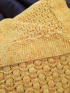 Bubble Baby Blanket pattern by Pamela Späth. I love this stitch!  FREE pattern download from Ravelry!