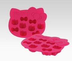 Hello Kitty ice cube trays. So cute! Definitely buying these for myself. (:
