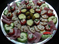 Aperitive   idei de platouri (platou aperitiv)   imagine reteta Caprese Salad, Pasta Salad, Food Design, Veggies, Appetizers, Snacks, Garnishing, Ethnic Recipes, Christmas