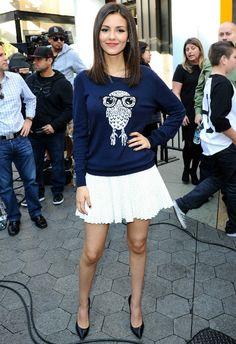 1/8 #ヴィクトリア・ジャスティス #フクロウニット #プリーツスカート #パンプス |海外セレブ最新画像・私服ファッション・着用ブランドまとめてチェック DailyCelebrityDiary*