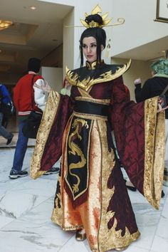 Now THAT is a cosplay! Azula from Avatar: The Last Airbender Holy crap! Now THAT is a cosplay! Azula from Avatar: The Last Airbender Avatar Cosplay, Epic Cosplay, Amazing Cosplay, Cosplay Outfits, Cosplay Girls, Anime Cosplay, Lolita Cosplay, Anime Festival, Halloween Cosplay