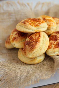 Uzunca bir aradan sonra tekrar Merhaba. Okullar açıldıysa beslenme çantaları için hazırlıklar da başladı demek.Sıcacık Pastane Poğaça...
