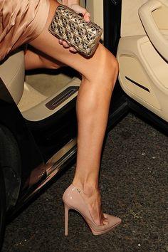 Συνόδευσε το βραδινό σου φόρεμα με ένα ζευγάρι sexy nude γόβες για chic & sexy εμφανίσεις! www.brandsgalaxyfashion.com