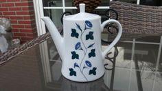 Alte-kleine-Melitta-Kaffeekanne-Kanne-Form-Zuerich-Dekor-Blauwinde-SAMMLER