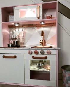 """DIY // How to customize the wooden kitchen Ikea """"Duktig"""" of your children? - Ikea DIY - The best IKEA hacks all in one place Ikea Toy Kitchen Hack, Ikea Hack, Kitchenette Ikea, Ikea Duktig, Small American Kitchens, Ikea Toys, Fancy Kitchens, Small Kitchens, Best Ikea"""