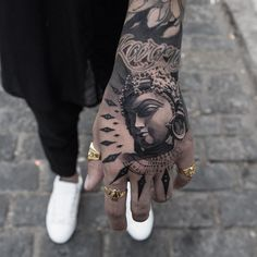 Hand tattoo by Oscar Akermo