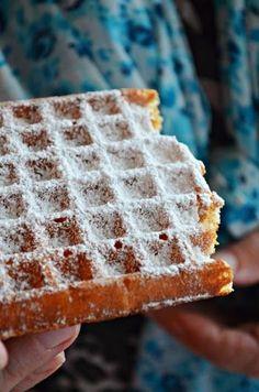 Gofry to jak dla mnie ciężki temat. Czemu? Bo do tej pory nie zrobiłam takich, które postanowiłabym opublikować na blogu. Gofry muszą być leciutkie, chrupiące, nie gumowate. Niestety do tej pory wszys Polish Desserts, Polish Recipes, Healthy Breakfast Smoothies, Sweets Cake, Best Dishes, Breakfast Dishes, Kids Meals, Sweet Recipes, Delicious Desserts