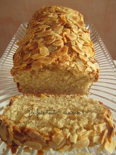 "Cake with almond paste and flower of . - Here is the cake with almond paste and orange blossom from the book ""Les cakes de Sophie"". Nut Recipes, Almond Recipes, Sweet Recipes, Dessert Recipes, Appetizer Recipes, Thermomix Desserts, No Cook Desserts, Mini Desserts, Healthy Cake"