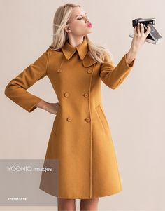 Yooniq images - Girl in yellow jacket with vintage camera