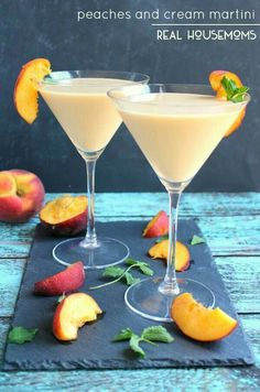 This Peaches and Cream Martini is fun summer cocktail, perfect for sipping on the patio! Made with fresh peaches, cream liquor and a couple other goodies, this cocktail is cool, creamy and completely delicious! Cocktail Vodka, Rum Cocktails, Best Summer Cocktails, Non Alcoholic Drinks, Beverages, Martinis, Peach Schnapps Drinks, Martini Party, Lemonade Cocktail