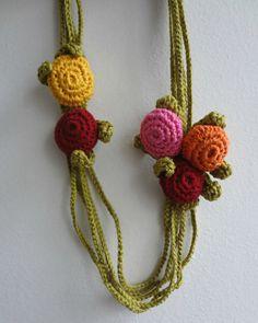 Crochet PDF Pattern Button Necklace crochted necklace by sewella Crochet Necklace Pattern, Crochet Jewelry Patterns, Irish Crochet Patterns, Crochet Motifs, Crochet Accessories, Crochet Buttons, Crochet Yarn, Crochet Flowers, Single Crochet Decrease