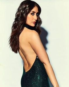 Kareena Kapoor in a backless gown at Ranveer and Deepikas reception! Bollywood Actress Hot Photos, Indian Actress Hot Pics, Indian Bollywood Actress, Beautiful Bollywood Actress, Beautiful Indian Actress, Bollywood Fashion, Indian Actresses, Beautiful Actresses, Tamil Actress