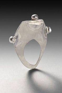 """Susan Skoczen - """"Tiara"""" ring 2006, silver, pearls"""
