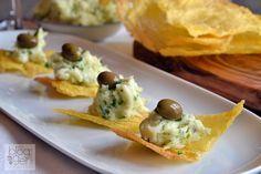 Baccalà mantecato alla veneziana su sfoglia di polenta, un antipasto di pesce semplice e veloce che stupirà per estetica e gusto i vostri commensali.