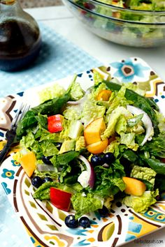 Blueberry and Nectarine Salad with Avocado Citrus Vinaigrette Summertime Salads, Summer Salads With Fruit, Summer Pasta Salad, Food Salad, Fruit Salad, Healthy Cooking, Healthy Eats, Yummy Recipes, Salad Recipes