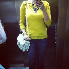 Look amarelinho do dia: blusa Zara, jeans flare do Chile, colar Aldo, bolsa C - @futilish - #webstagram