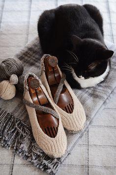 the online pattern store Love Knitting, Baby Knitting Patterns, Knitting Socks, Hand Knitting, Stitch Patterns, Soft Slippers, Knitted Slippers, Knitted Hats, Crochet Socks