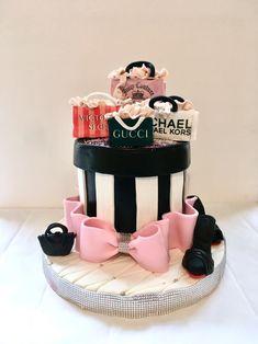 Shopping Cake   #borniskitchen #michaelkors #gucci #victoriassecret #juicycouture #bags #shoes #shopping