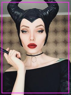 5 Disney Villain Costumes That Prove Bad Girls Have More Fun (With Makeup!) Although I love a good Disney princess, they tend to rock the look. The Disney villains, however, are on top of their makeup game. Maleficent Cosplay, Maleficent Makeup, Disney Makeup, Malificent Costume Diy, Disney Villains Makeup, Disney Costume Makeup, Disney Princess Makeup, Diy Halloween Costumes For Kids, Halloween Inspo