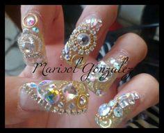 Super Nail estilo Sinaloa. Dorado, glitter, Zwarovzky, cadena. Quieres más ? Jeje