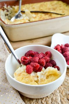 Slimming Eats Baked White Chocolate Rice Pudding - vegetarian, Slimming World an. - Slimming world recipes - Rice Recipes Slimming World Desserts, Slimming World Recipes Syn Free, Rice Recipes For Dinner, Snack Recipes, Dessert Recipes, Hot Desserts, Dessert Ideas, Healthy Recipes, Best Rice Pudding Recipe