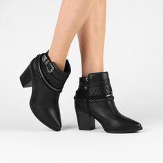 Compre Bota Vizzano Cano Curto Tiras e Fivela Preto na Zattini a nova loja de moda online da Netshoes. Encontre Sapatos, Sandálias, Bolsas e Acessórios. Clique e Confira!