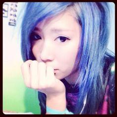 @emo_shizu - 寝っれなーい。うひょーい。#emo #emogirl #エモ #エモガール #派手髪 #青髪... - EnjoyGram