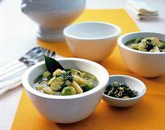 Petersilienwurzel-Eintopf Rezept - [ESSEN UND TRINKEN] Garlic, Soup, Ethnic Recipes, Kitchen, Pureed Soup, Brussels Sprouts, Beef, Healthy Food, Food Portions