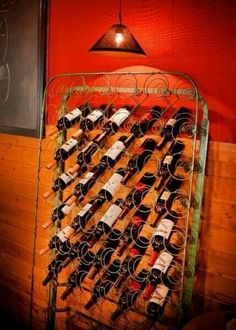 old mattress springs wine storage. Now that's upcycling! Very Creative! Old Bed Springs, Mattress Springs, Old Mattress, Repurposed Items, Repurposed Furniture, Diy Furniture, Unique Wine Racks, Wine Bottle Rack, Wine Bottles