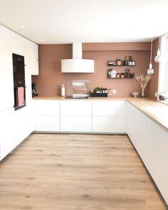 """〰️ Katrine 〰️ on Instagram: """"Så urolig koselig med alle fine meldingene etter forrige kjøkkenbilde😘 - - - - - - - - #ikea#voxtorp#kjøkkenvifte #røroshetta#interiør…"""" Küchen Design, Kitchen Cabinets, Ikea, House, Kitchen Ideas, Instagram, Home Decor, Decoration Home, Ikea Co"""