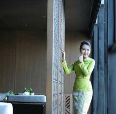 Myanmar Women, Bodycon Dress, Costumes, Traditional, Beautiful, Beauty, Dresses, Fashion, Beleza
