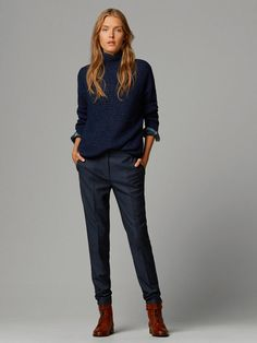 A Complete Style Guide on What Goes With Navy Blue Pants Blue Trousers Outfit, Navy Blue Pants, Trouser Outfits, Mode Outfits, Office Outfits, Chic Outfits, Fashion Outfits, Business Outfit Frau, Business Outfits