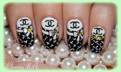 Nail art Chanel a la peinture acrylique